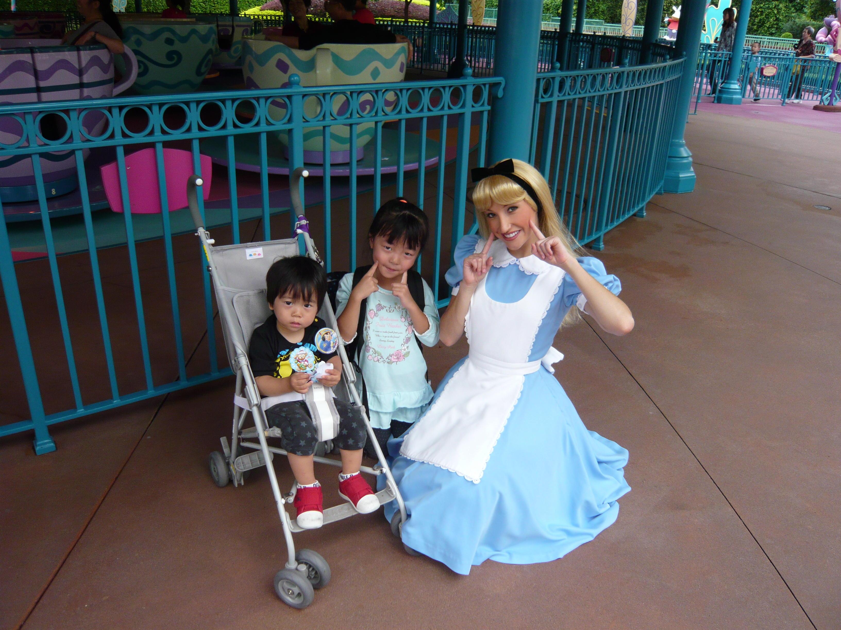 ディズニーランド 2 アリス:かえで ホンコンへ いってきました♪:so